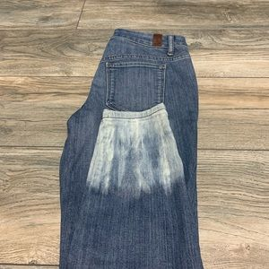 Vera Wang distressed ankle jeans